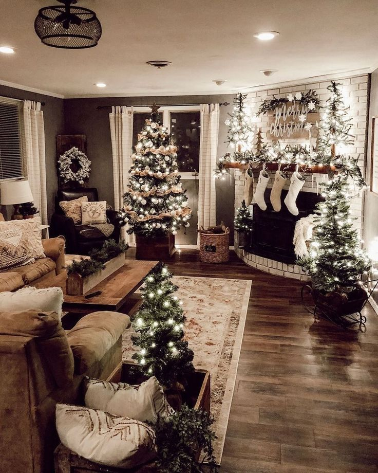 35 Awesome Rustic Christmas Decor Ideas Dekoration Halloween Halloweendekoration Christmas Decorations Living Room Christmas Apartment Indoor Christmas