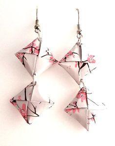 """""""I Quadrotti"""" sono una serie di orecchini di carta realizzati con origami quadrati in splendide fantasie."""