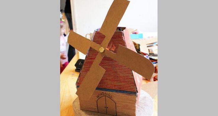 Van een kartonnen doos gaan we een windmolen maken waarvan je de wieken echt kunt laten draaien! Ook leuk als #surprise voor #sinterklaas!