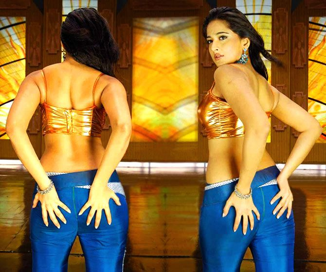 This gorgeous actress loves to flaunt her back! | PIX: Anushka Shetty brings SEXY back!