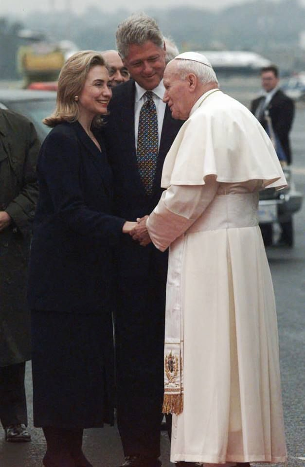 1995: President Bill Clinton and First Lady Hillary Rodham Clinton with Pope John Paul II during his visit to Newark, New Jersey.