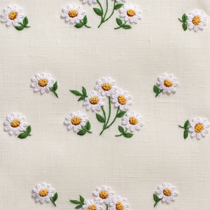 Daisies Scatter Towel - Ivory Linen