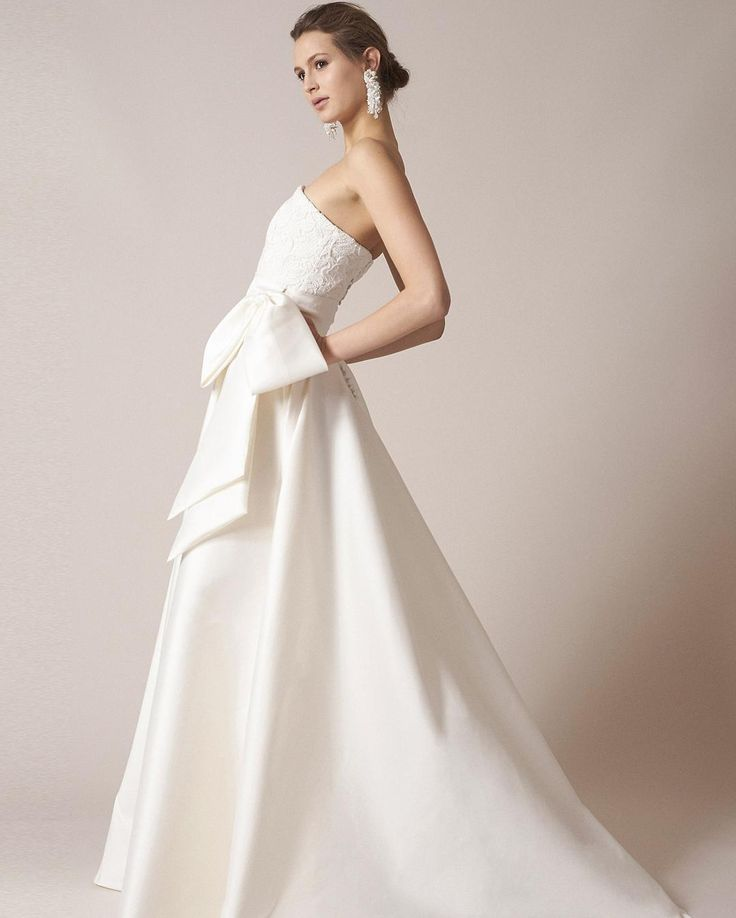 #SachinandBabi #Spring 2017 #Wedding #Dress #Collection Каждое платье созданное этой семейной парой дизайнеров (#муж и #жена!)  воплощение роскоши. Весной 2017 мы снова увидим изысканный стиль принесший известность бренду.  Сочетая уникальность каждой модели с классическими деталями и силуэтами Sachin & Babi's снова создали платья которые великолепны на каждой из таких разных невест и  уместны на свадьбе в любом стиле. Модели с бантами (один из наших любимых трендов)  восхитительны а платья…