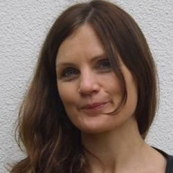 Charlotte Debeugny @charlottedebeug a bilingual UK Registered Nutritionist and published author working in medical centres in and around Paris.