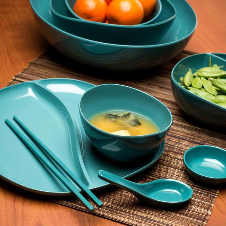 Biodegradable Moso Bamboo soup bowls are made with 75% bamboo. A natural material with the sleek look of plastic. High durability, patented, and meets FDA requirements. Bamboo is a rapidly renewable resource. Organic shape compliments the material origin. Individual sized bowl fits perfectly on the Moso platess and trays to serve sides, or use for desserts and cereals.
