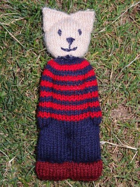 Doudou Chat au tricot avec des bouts de laine et des collants nylon pour la bourre intérieure
