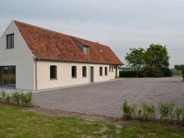 Huis te huur in Kruishoutem - 1 490 € - Logic-immo.be - Deze recent gerenoveerde hoeve (2013) is gelegen in het landelijke Kruishoutem. De woning heeft uitzicht op een prachtig landschap en is tevens dichtbij snelweg. Er is een mogelijkheid tot bijhuren va...