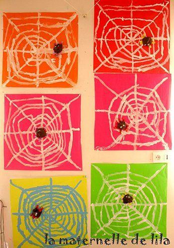 web weven van raffia, met puntjes lijm vastplakken. Daarna een spinnetje erop plakken.