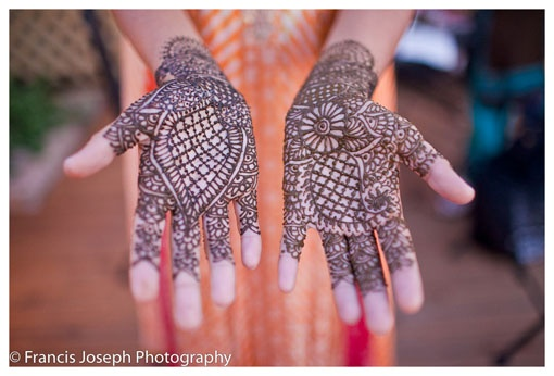 Paisley Design Henna on Hands www.amouraffairs.in Amour Affairs | Indian Bride | Indian Wedding | South Asian | Bridal wear | Lehenga | Bridal Jewellery | Makeup | Hairstyling | Indian | South Asian | Henna Mehendi Mehndi