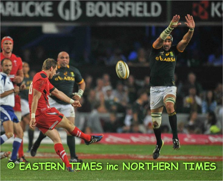 Victor Matfield charge down
