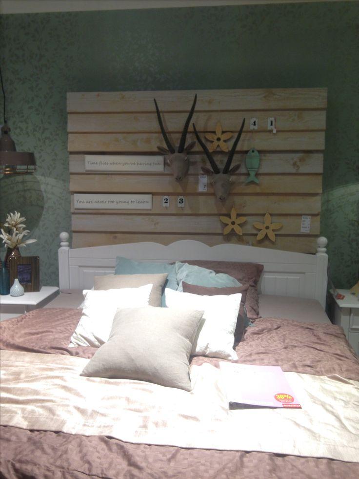 ber ideen zu holzwand auf pinterest holzw nde sichtschutzfolie und ikea stoffe. Black Bedroom Furniture Sets. Home Design Ideas