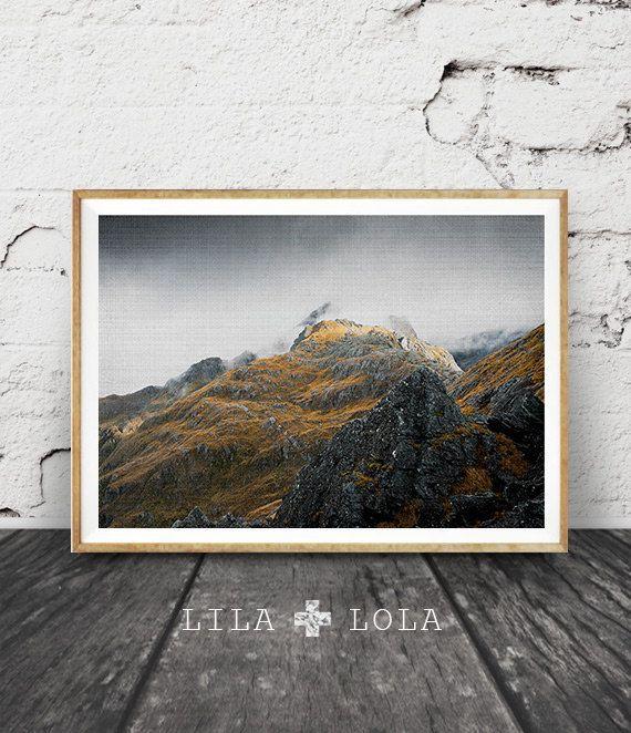 187 - Berg Fotografie, isländischer Wand Kunstdruck, Nebel, gedämpfte Farbe Landschaft Foto skandinavischen Dekor, Wildnis, großes Plakatkunst zu drucken.  Zeitgenössische sofortige digitaler Download, in ein Array von Größen bedruckbar.  BITTE BEACHTEN SIE, DASS DIES NUR ALS DIGITALEN DOWNLOAD IST. Kein physisches Produkt werden ausgeliefert, und der Rahmen ist nicht im Preis inbegriffen.  Genießen Sie 30 % Einsparungen beim Kauf von drei oder mehr Drucke. Verwendung TAKE30 Coupon an der…