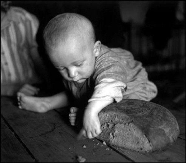 'Child and bread - Austria 1948', David Seymour