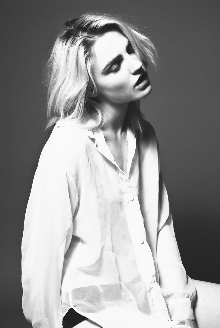 Lauren Caster Nude Photos 89