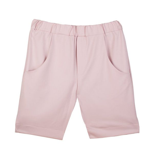 Timber light pink shorts are girls' shorts with pockets and elastic waist. Our children's clothing is customized and is available in plus size and in all other sizes based on specific body measurements. #girlspants #tweenclothes #kidsclothing #kidsplussize #elasticwaist #pocketpants #tweenfashion #girlsplussize #custommade #kneelegnth #pinkshorts #summerpants www.etsy.com/listing/272102666