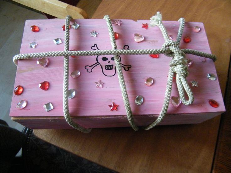 Een stoere schatkist mag ook best wel eens roze zijn!  #piratenfeest