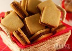 BISCOITOS TIPO PASSATEMPO BISCOITO 4 xícaras (chá) de farinha de trigo (440g) 1…