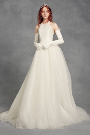 This White by Vera Wang ball gown combines the romance of a layered tulle skirt with the modern profile of a racerback mikado bodice. An exaggerated, removable tulle bow and covered buttons soften the