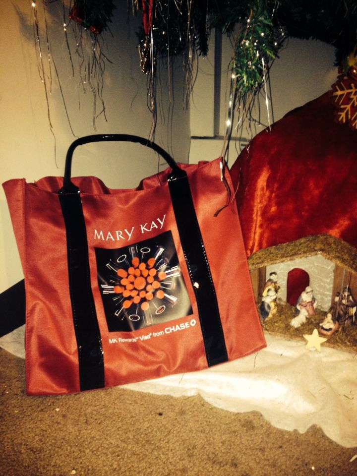 I'm so excited Today I received a beautiful Mary Kay Tote for signing on to my Mary Kay Rewards Visa Chase Card!! #MaryKay #MaryKayRewards #Chase #LoveMyJob #LoveMyLife #LoveMyFamily