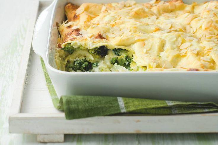Kijk wat een lekker recept ik heb gevonden op Allerhande! Lasagne met broccoli en amandelen