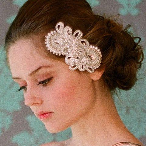 Image from http://www.eawedding.com/wp-content/uploads/2012/03/27/Twigs-Honey-wedding-headpieces-20120327572.jpg.