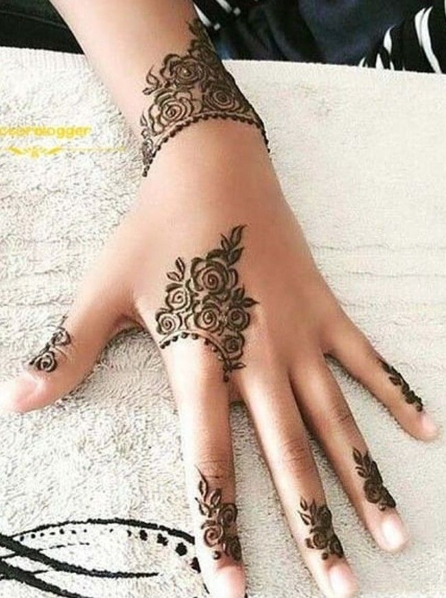 f6754e4c9 Pin by Robz on mehndi | Finger henna, Henna, Hand tattoos