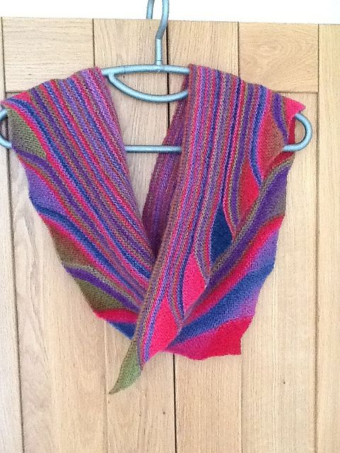 Good Vibrations Shawl By SaBine Vogelpoth - Free Knitted Pattern - (ravelry) ...