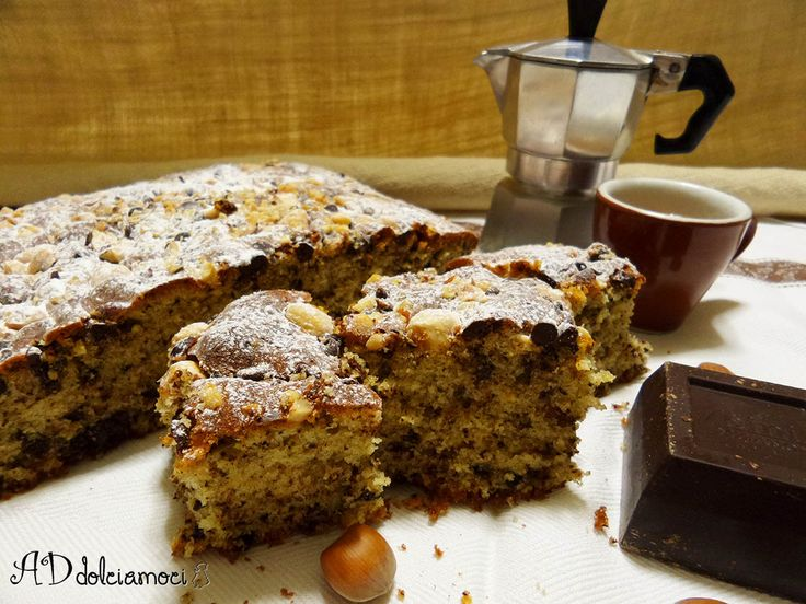 Fa freddo??!!Consoliamoci con un tè caldo, una fetta di torta al cioccolato e nocciole sotto il piumone!! http://addolciamoci.altervista.org/2014/12/torta-nocciole-e-cioccolato/