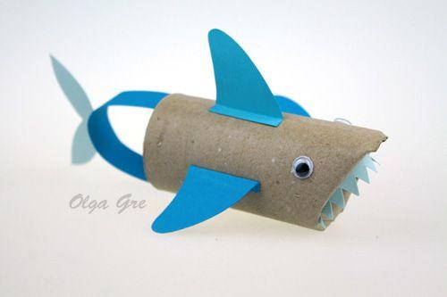 Поделки с детьми из бумаги. Акула из цилиндра своими руками.