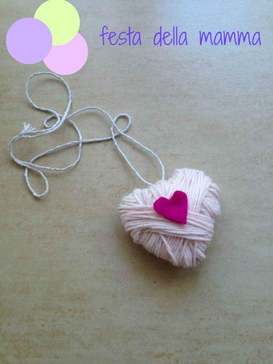 Festa della mamma: collana fai da te di cartone e lana