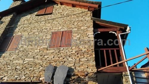 Cottage da Paradinha Paradinha Situated 44 km from Porto and 38 km from Viseu, Cottage da Paradinha offers accommodation in Paradinha. The property is 23 km from Termas de Sao Pedro do Sul and features views of the mountain.