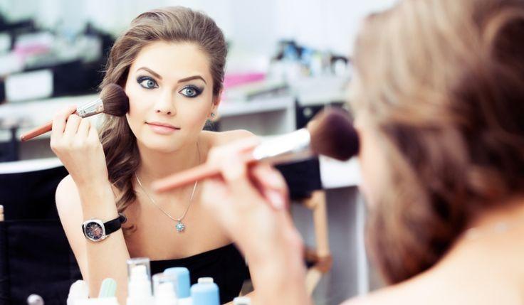 Cum le afecteaza pe femei ingredientele chimice din cosmetice. Care este legatura dintre chimicale si menopauza?