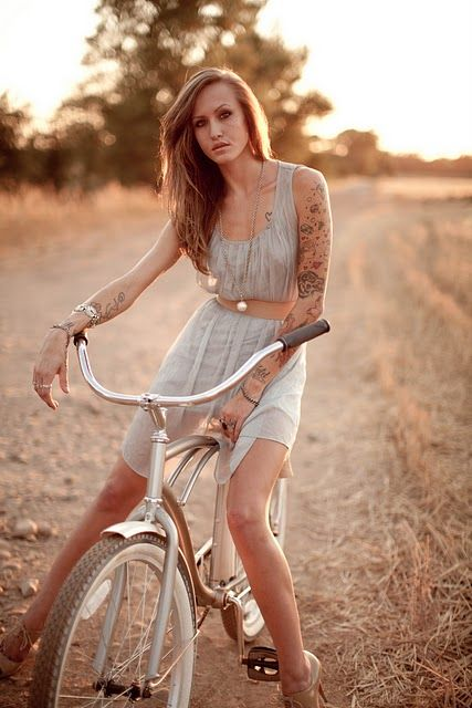 Pretty Girls That Make The World A Little More Beautiful: Taylor-mccutchan-Awesome Pic. Pretty Girl With Tattoos In