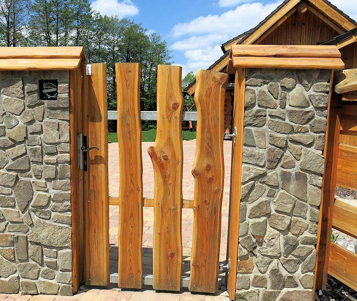 Vstupní branka plotu z modřínového dřeva