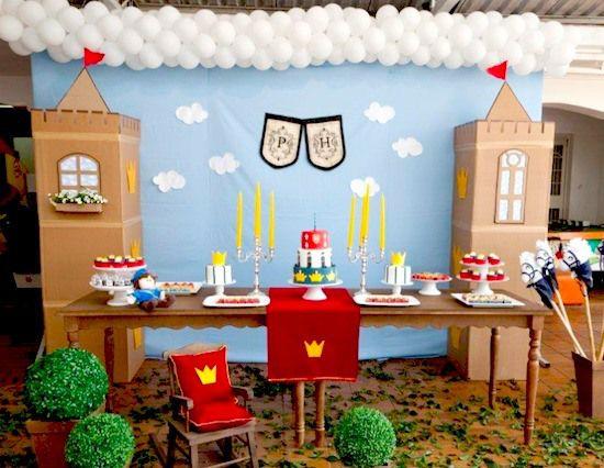 """Operação """"mesa do bolo"""" – Montando o painel da festa infantil"""
