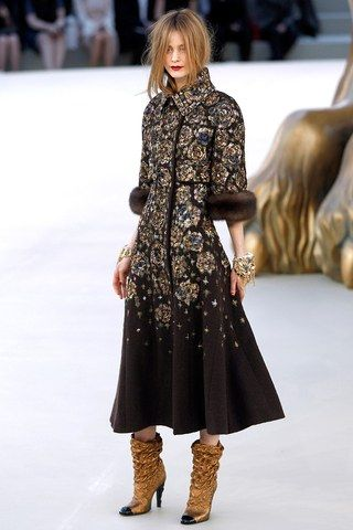 See the complete Chanel Fall 2010 Couture collection.
