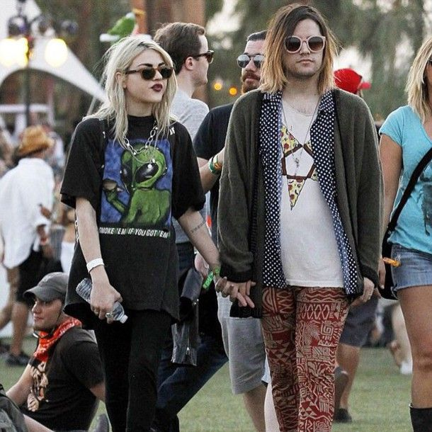 T-shirt: black, alien, green, frances bean cobain, leggings, blue ...