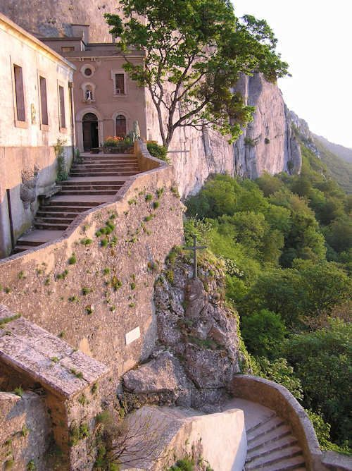 Monastère de Sainte Baume ~ Provence. Le caractère exceptionnel du site tient à la présence d'une hêtraie développée, préservée depuis des siècles, et de la grotte de Sainte-Marie-Madeleine, lieu de pèlerinage majeur au Moyen Âge.