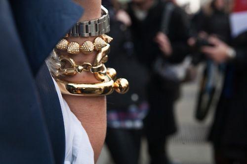 love these bracelets: Arm Candy, Arm Party, Armparti, Fashion Week, Gold Bracelets, Street Style, Stacking Bracelets, Arm Candies, Arm Parties