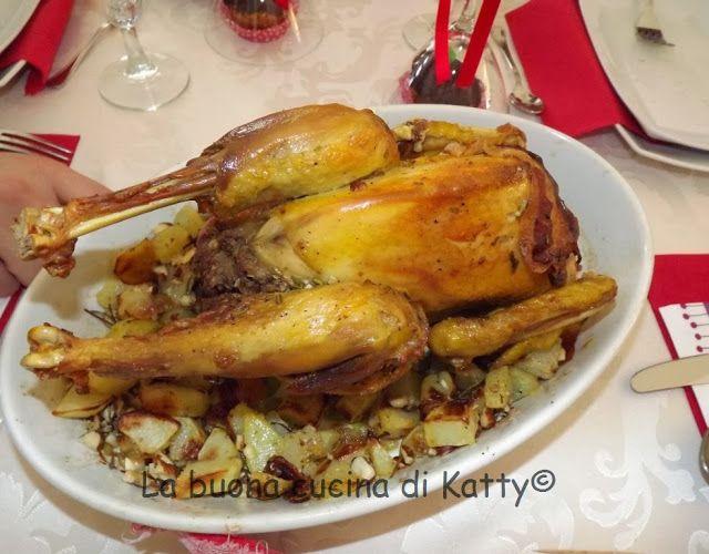 La buona cucina di katty: Cappone arrosto ripieno di nocciole e funghi porcini con patate e nocciole.... per le vostre feste!