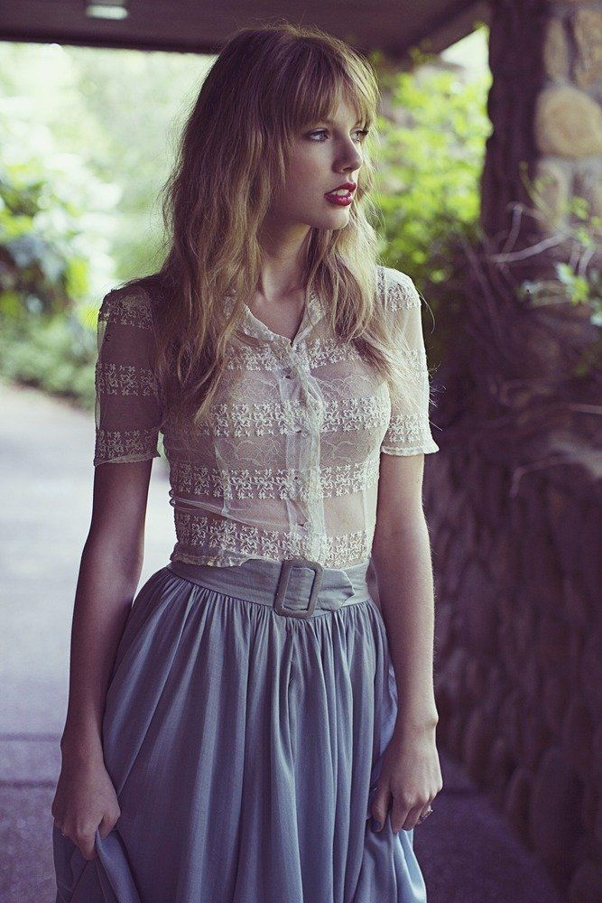 Taylor in the Red photoshoot. This picture is not used in the Red lyric booklet.