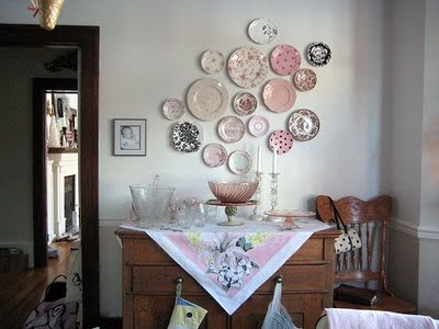 Hanging Plates...liking the idea - I need a major art piece for the large empty wall in our dining room...