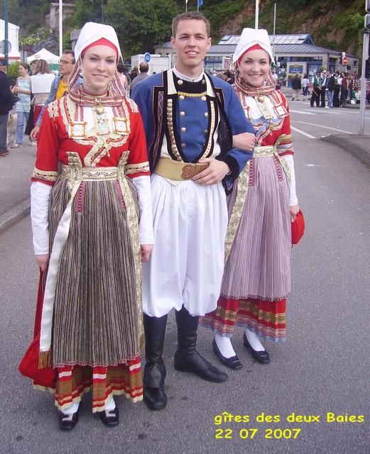 FolkCostume: Overview of the Costumes and Embroidery of Breizh, Brittany or Bretagne