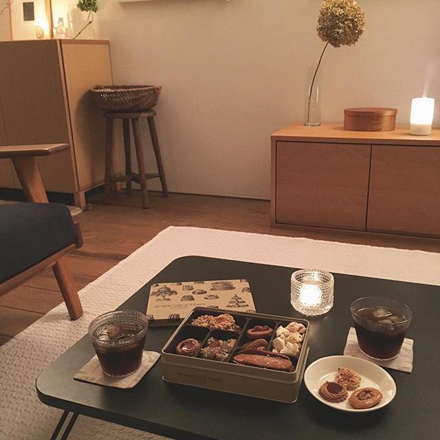 2016.09.14 夫、東京より無事帰宅しました⚐ お土産のオーボンヴュータンのプチフールセック(クッキーセット)で夜おやつ . . #ブログ更新  昨日投稿した掃除についての話の後半にあたる3/5〜5/5を投稿しています。 . □苦手な掃除箇所について。 □家事のルーティン化のメリットについて。 □掃除の効率を上げるコツとルーティン化を取り入れる際のステップについて。 □掃除や家仕事全般に取り組むに際して忘れず意識しておきたいと思っていることについて。 素人のただの主婦がつらつら書いています .  言いたかったことは…  自分の暮らしの快適さとそれに必要なものを決めるのは自分である!  ということになります☺️✨ . #ブログアドレスはプロフィール欄にあります .ryoko1125