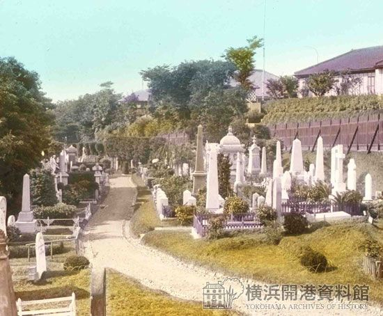 明治中期、山手外国人墓地〔彩色写真〕