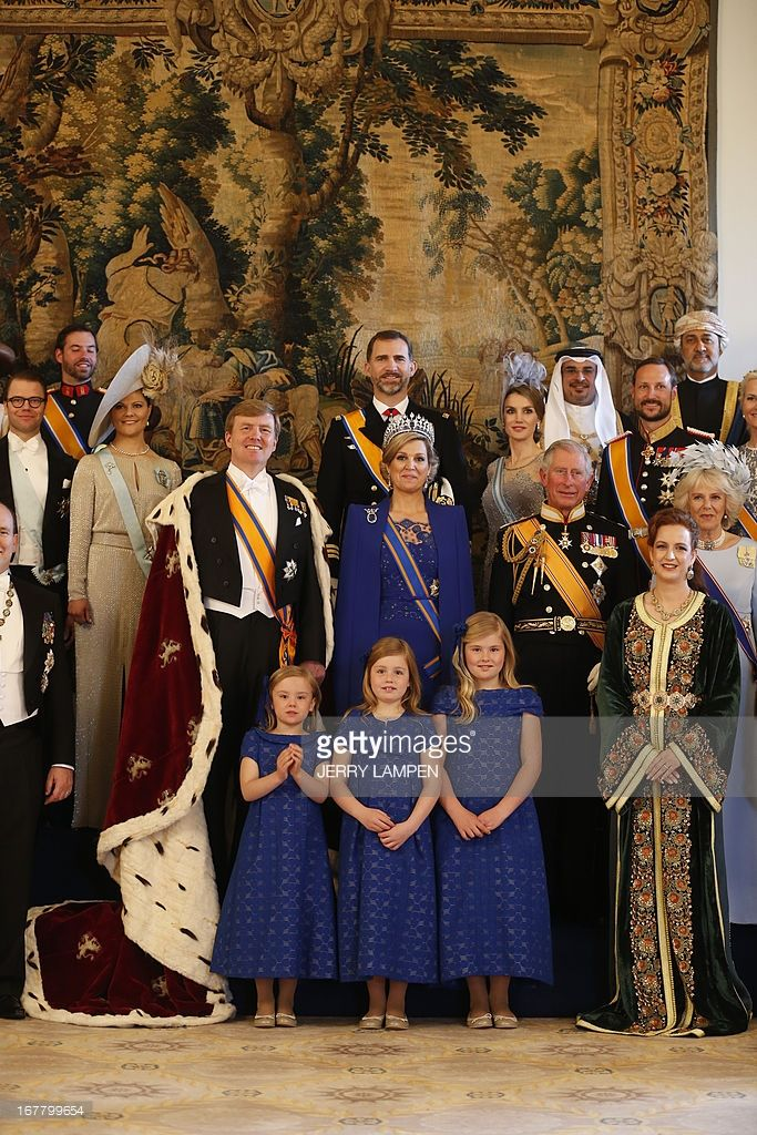 King Willem-Alexander of the Netherlands (C, L) and his wife Queen Maxima (C, R) pose for a photo with their childre, members of the royal household, heads of state and government and special guests at the Royal Palace in Amsterdam on April 30, 2013.