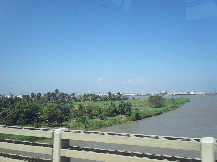 Barranquilla: el puente pumarejo y el río Magdalena.