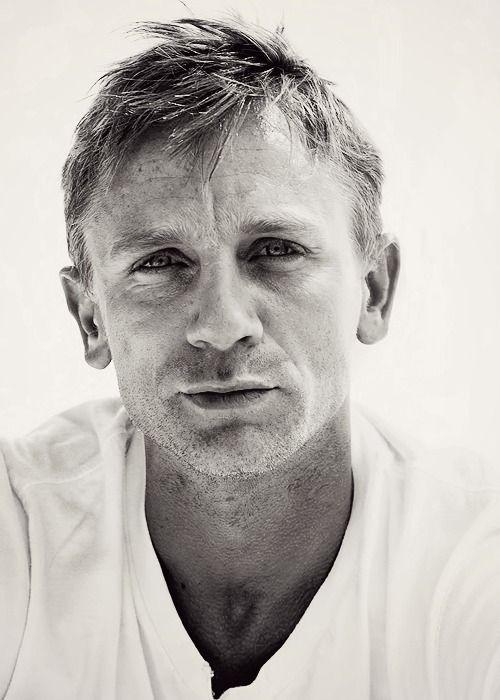 Daniel Craig mmmmm.. just saw Skyfall. such a sick movie