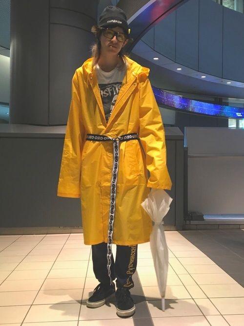 こっちは去年の東京コレクションの時のです SSENSE限定のレインコートはイエローで小学生みたいでア