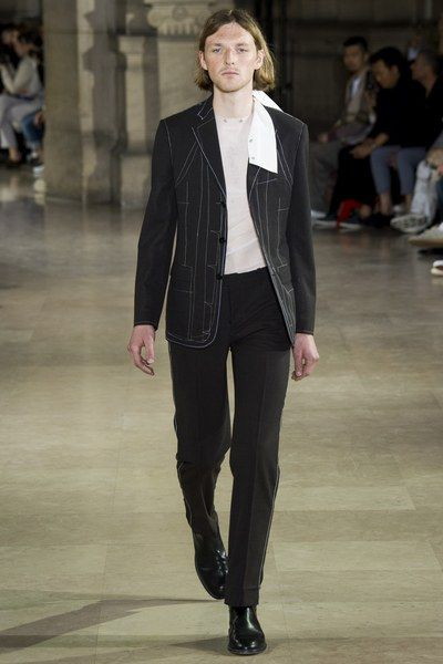 See the complete Maison Margiela Spring 2017 Menswear collection.